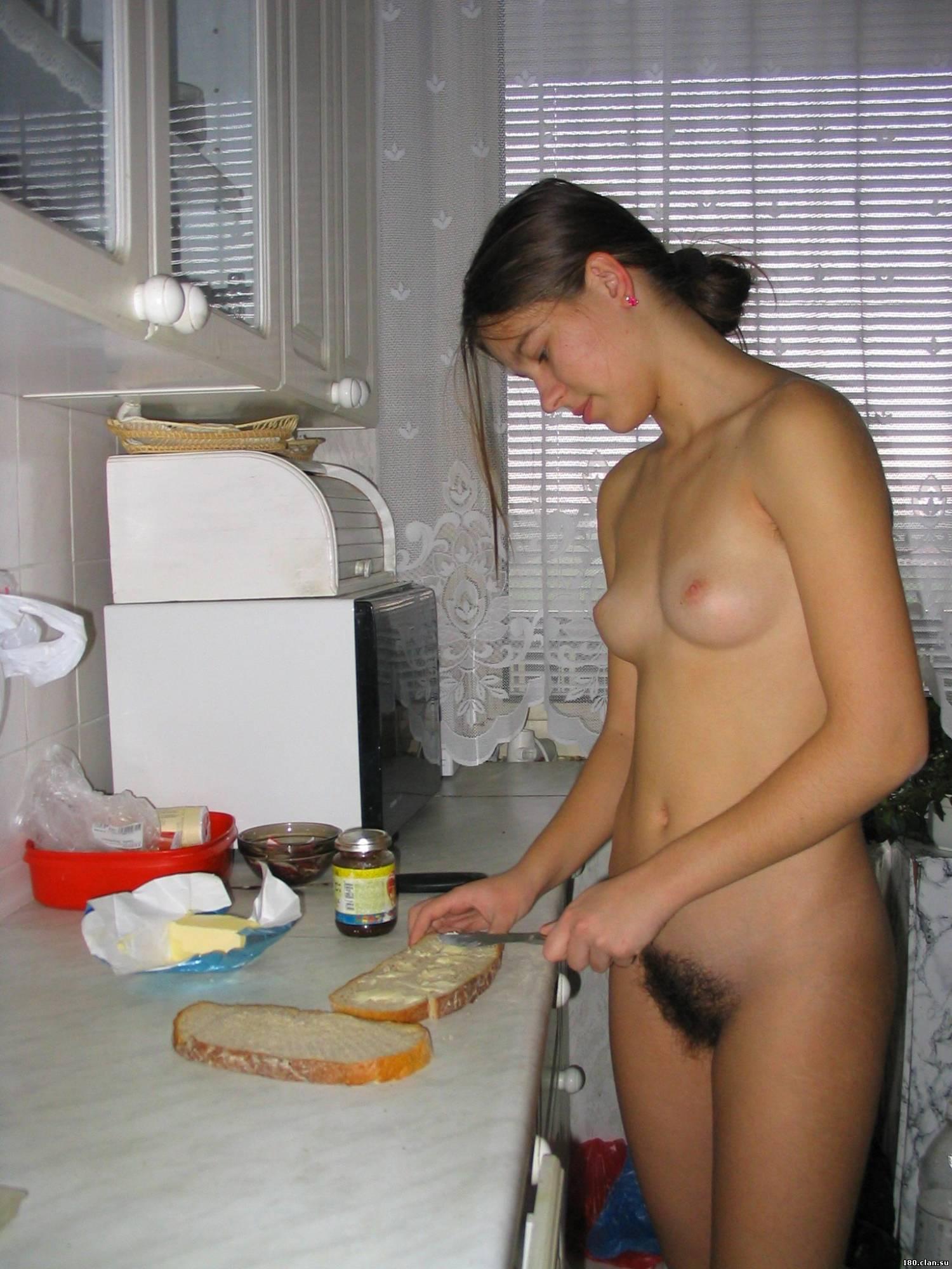 Русское порно сестра готовит на кухне завтрак 29 фотография